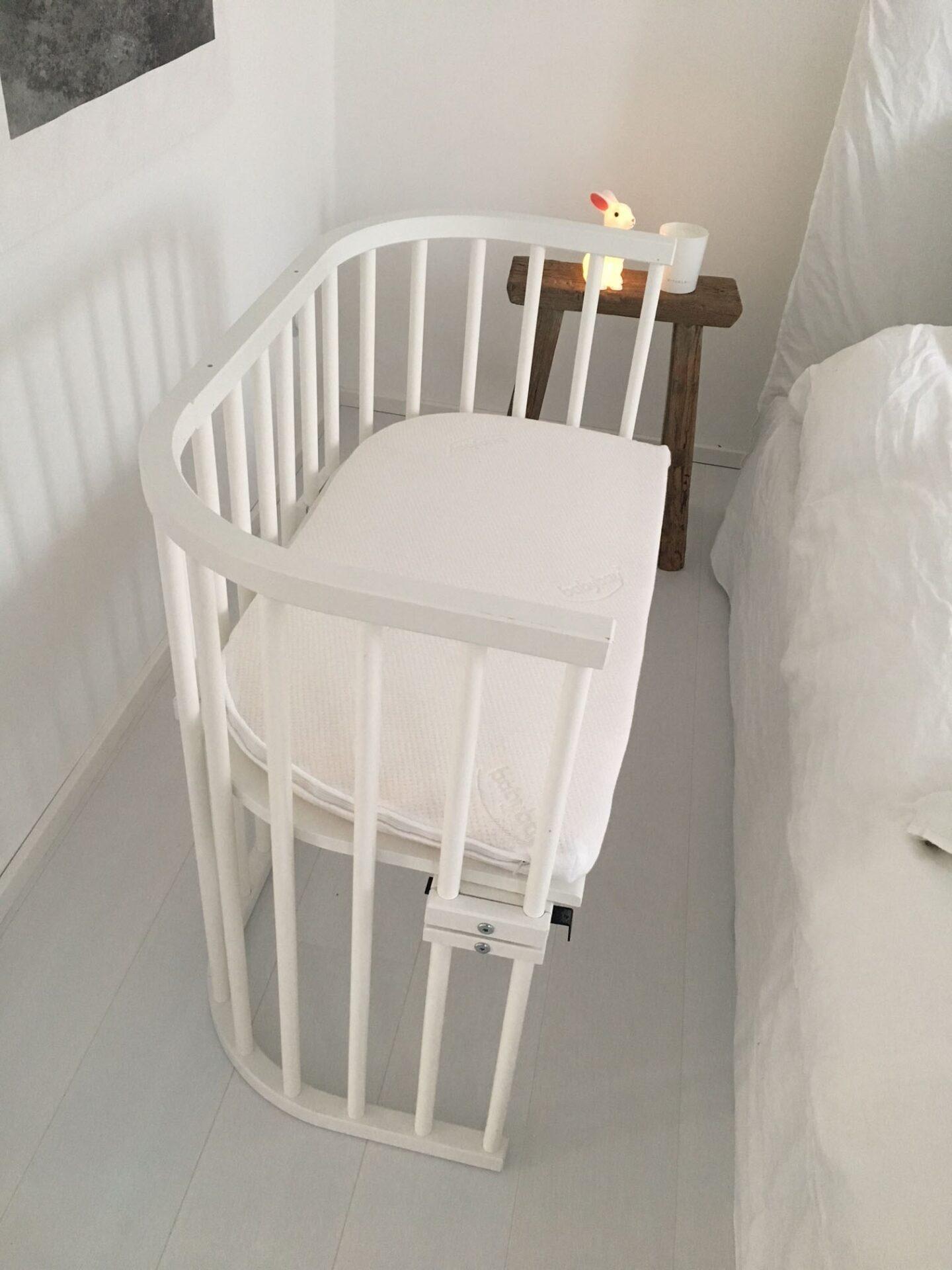 Babybett - hier seht ihr ein Beistellbett