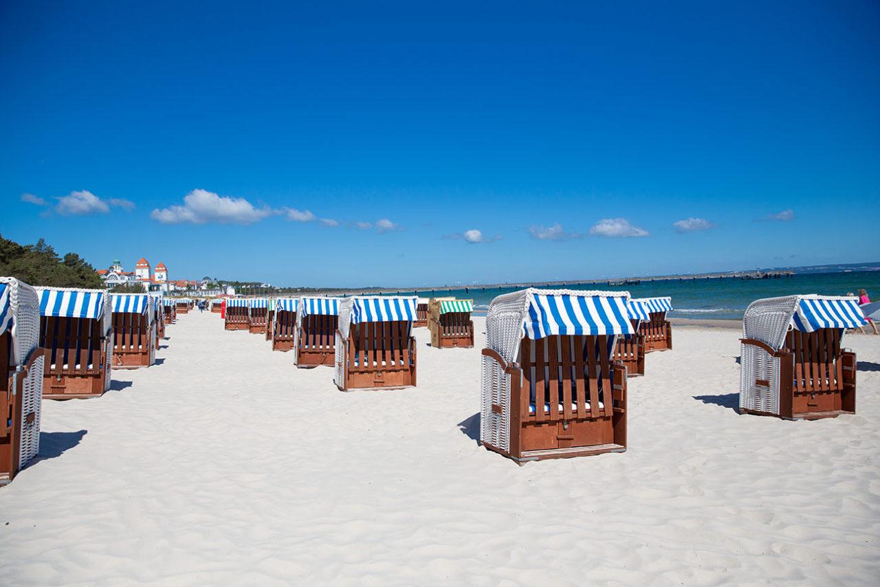 Strandkörbe am Strand von Binz auf der Insel Rügen
