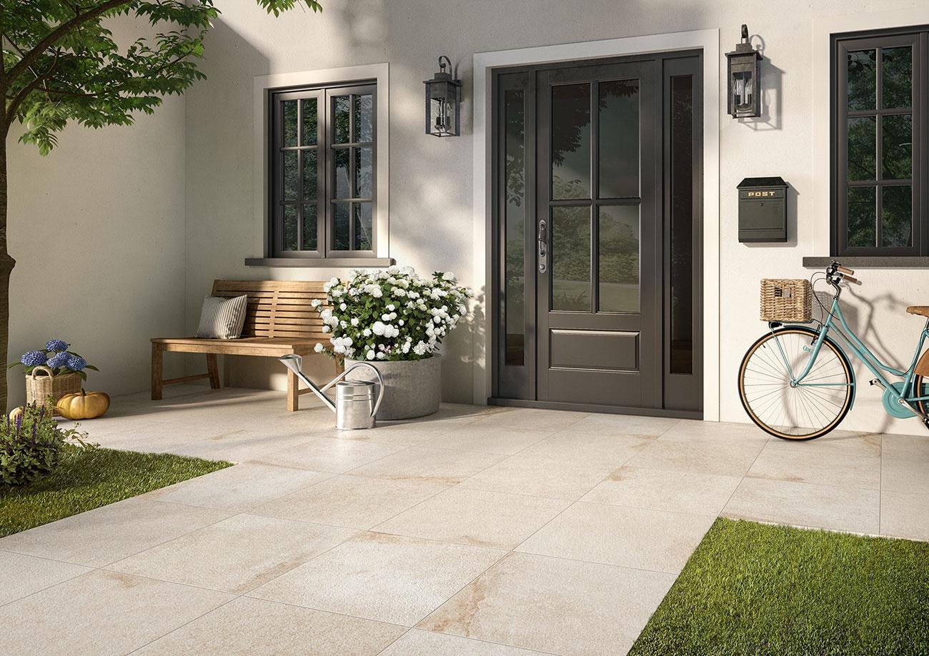 Eingangsbereich zur Haustüre mit Fliesen