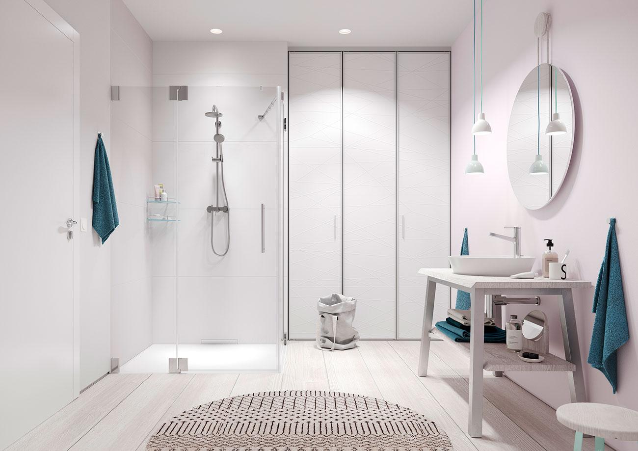 Platzsparender Schrank im Badezimmer mit einer Falttür