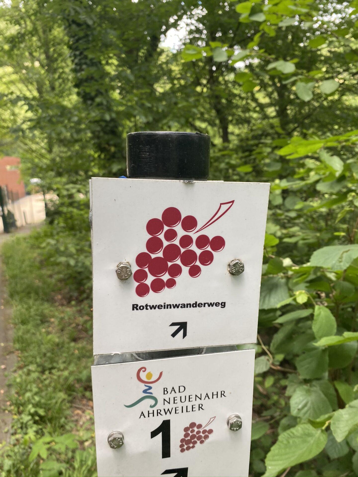 Schild Rotweinwanderweg
