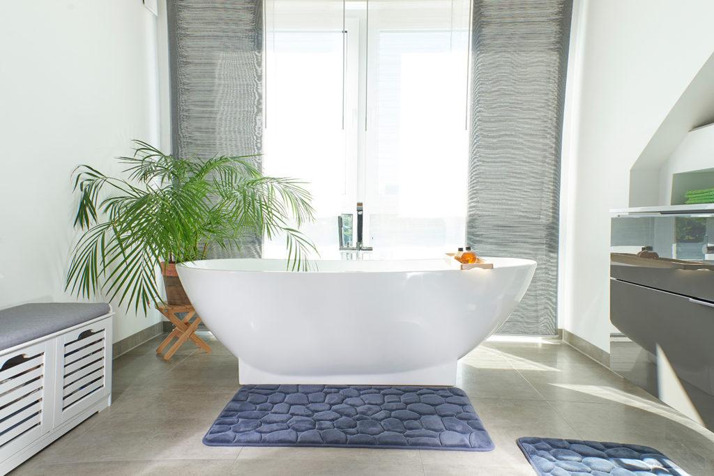 Frei stehende Badewanne im Erker