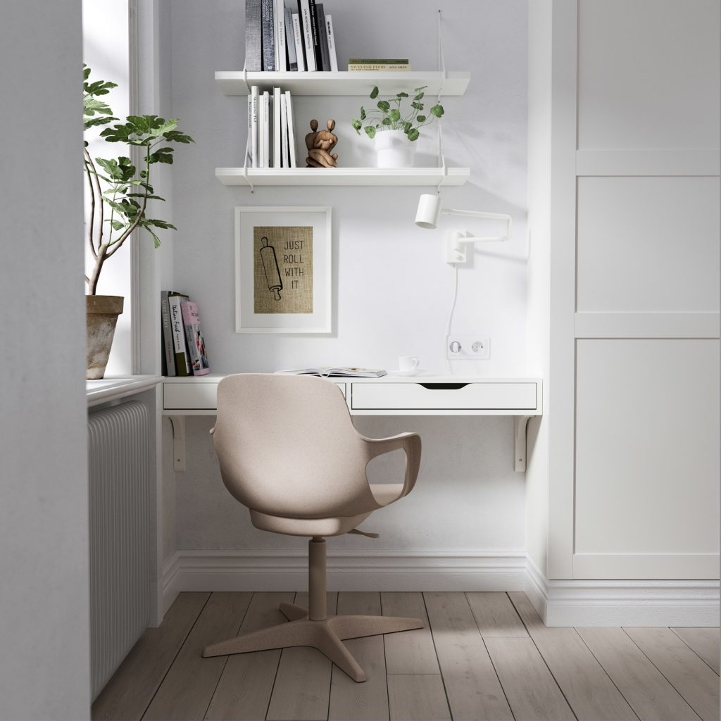 Schreibtisch in einer Nische