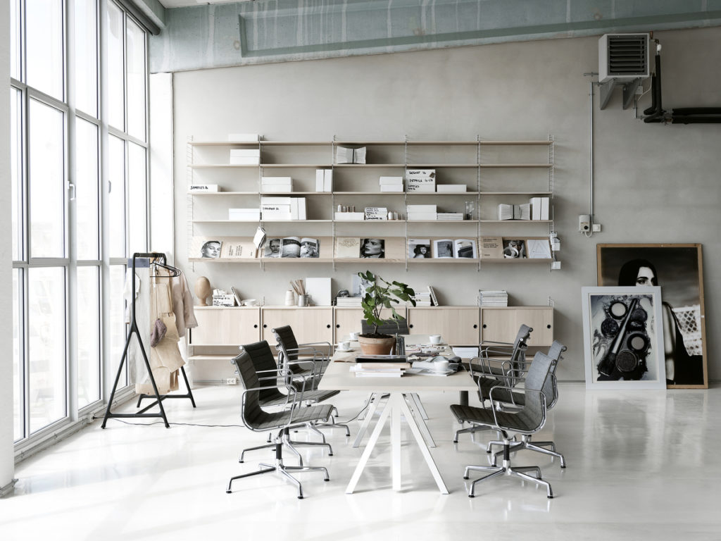 string Furniture Regal im Homeoffice