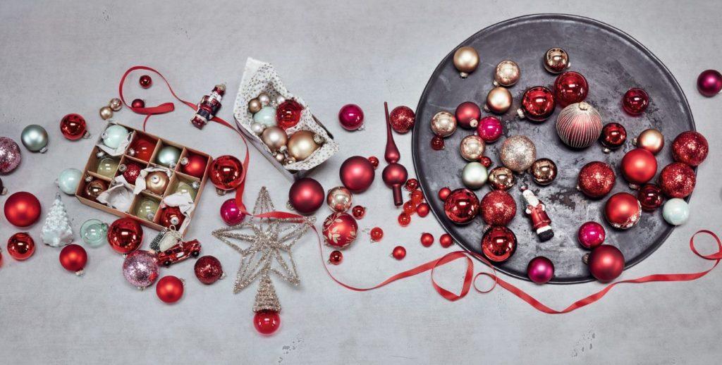 rote Weihnachtskugeln von DEPOT