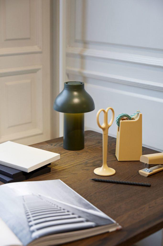 Lampe in Grün von Hay