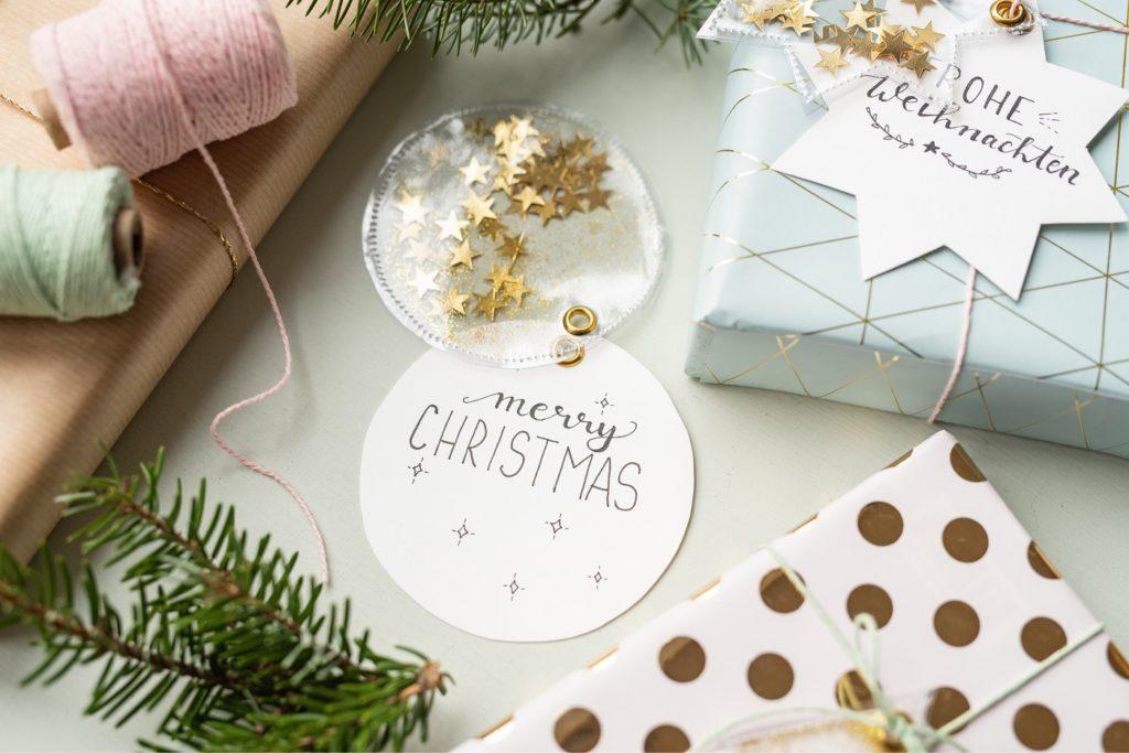 Weihnachtsgeschenke schön verpackt