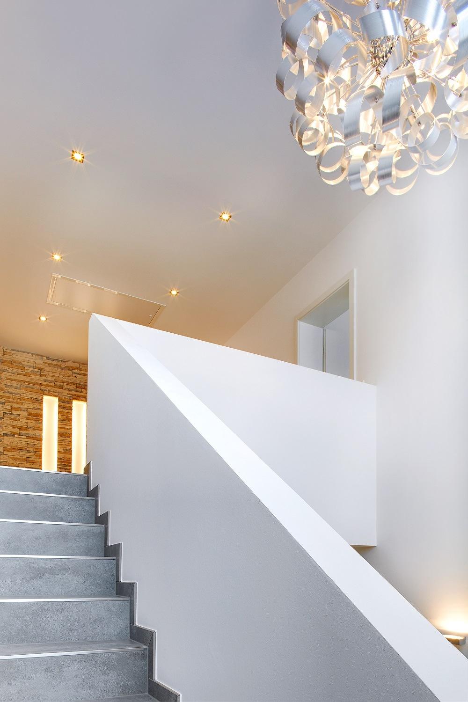 Galerie mit Spots und Lampen