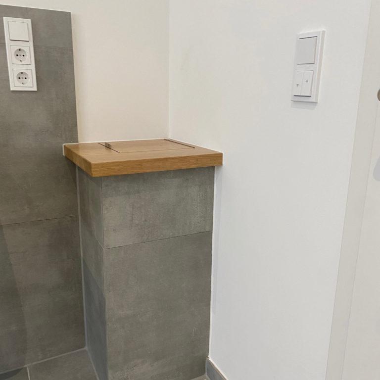 Wäscheschacht mit Holz-Platte