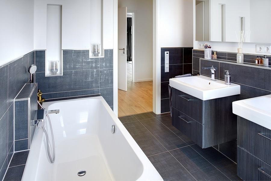 Modernes Badezimmer mit T-Lösung