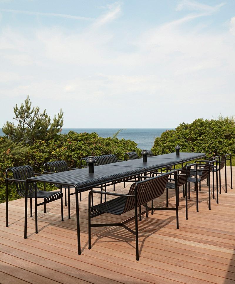 Tisch Outdoor HAY und Stühle
