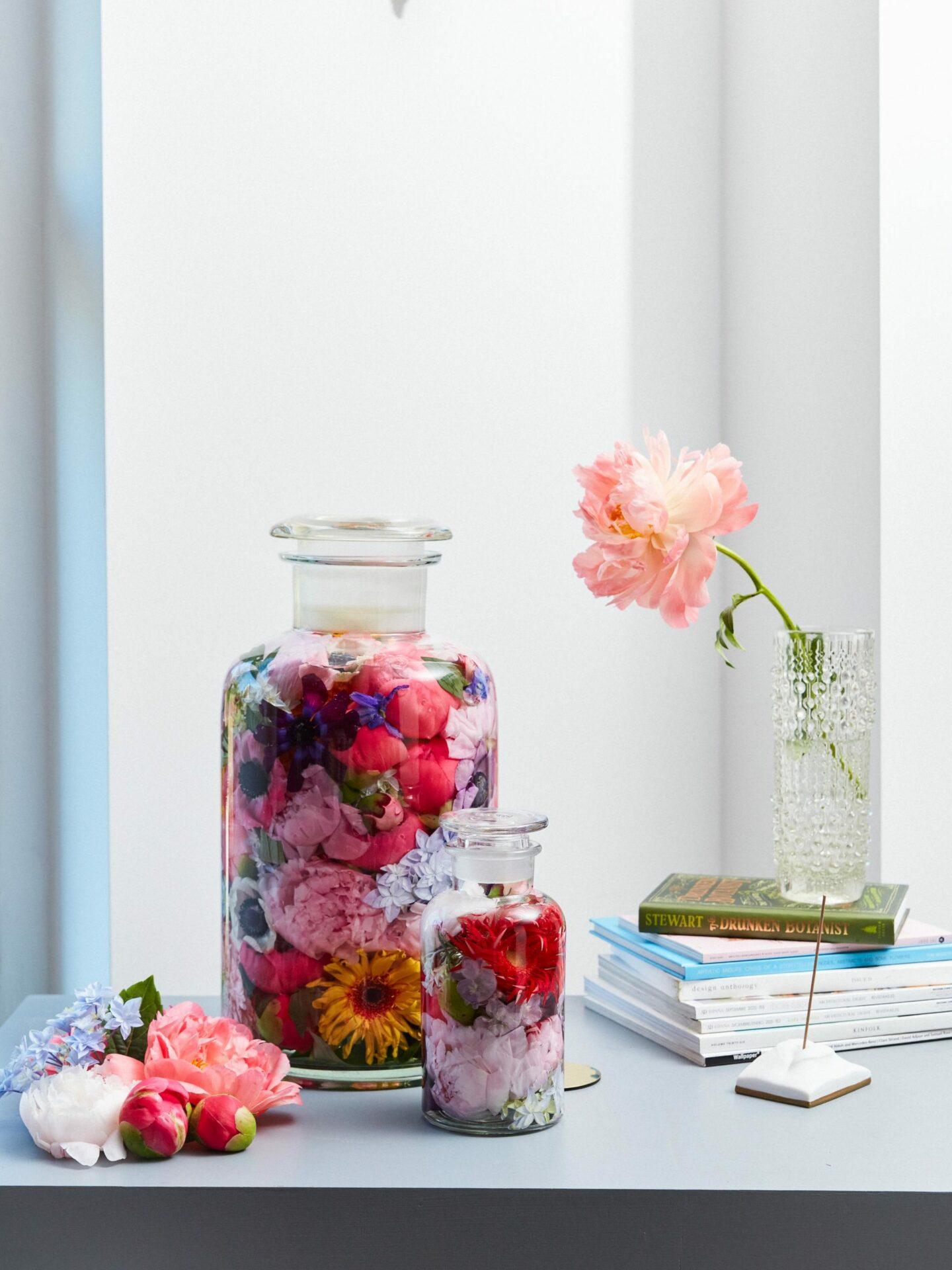 Blumenköpfe im Glas