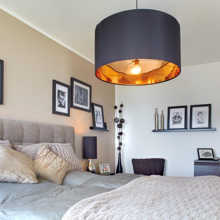 Schlafzimmer in warmen Farben