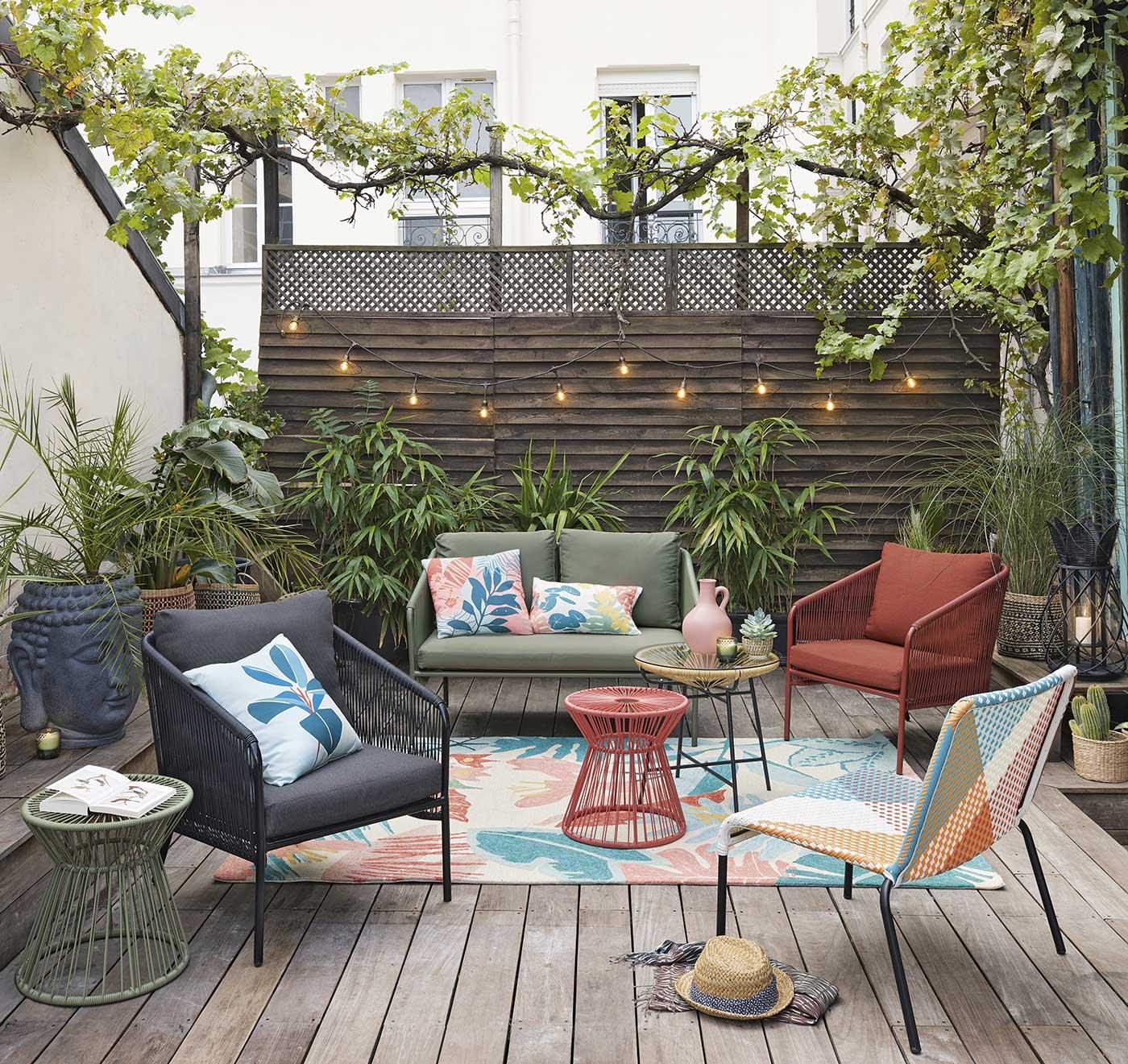 Sofa Retrolook Garten