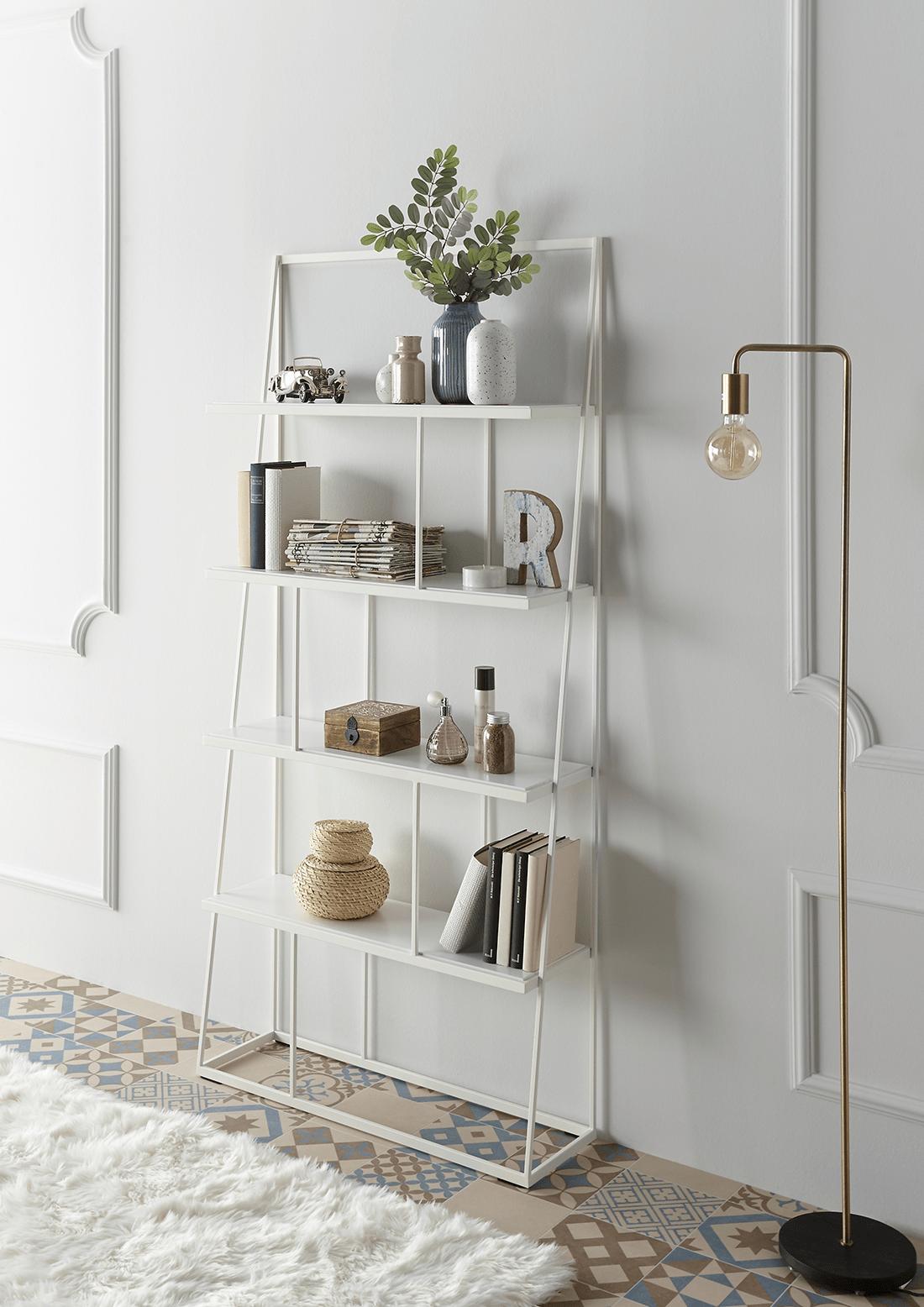 weißes Regal minimalistisch